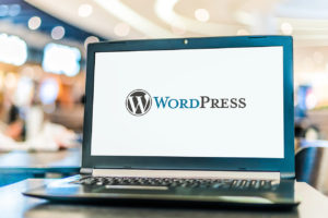 Laptop mit WordPress-Logo